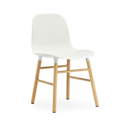 NORMANN COPENHAGEN set da 2 sedie FORM CHAIR basamento in rovere