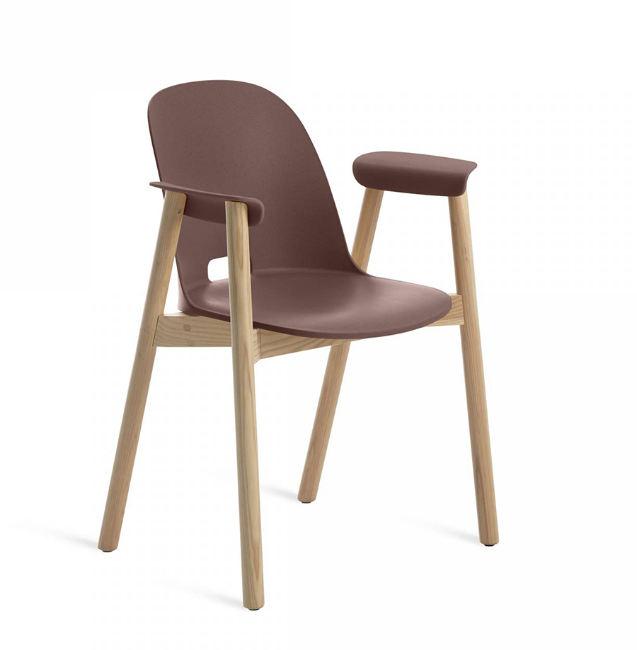 EMECO ALFI ARMCHAIR HIGH BACK sedia con braccioli e schienale alto (Dark  brown e frassino chiaro - Polipropilene e fibra di legno riciclato)