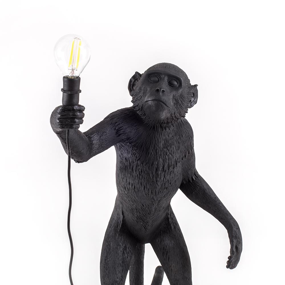 Seletti lampada da terra monkey lamp a led black edition for Lampada scimmia seletti