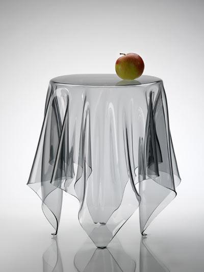 Essey tavolino illusion by john brauer ghost trasparente for Oggetti design